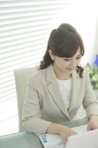オフィスでの仕事_女性